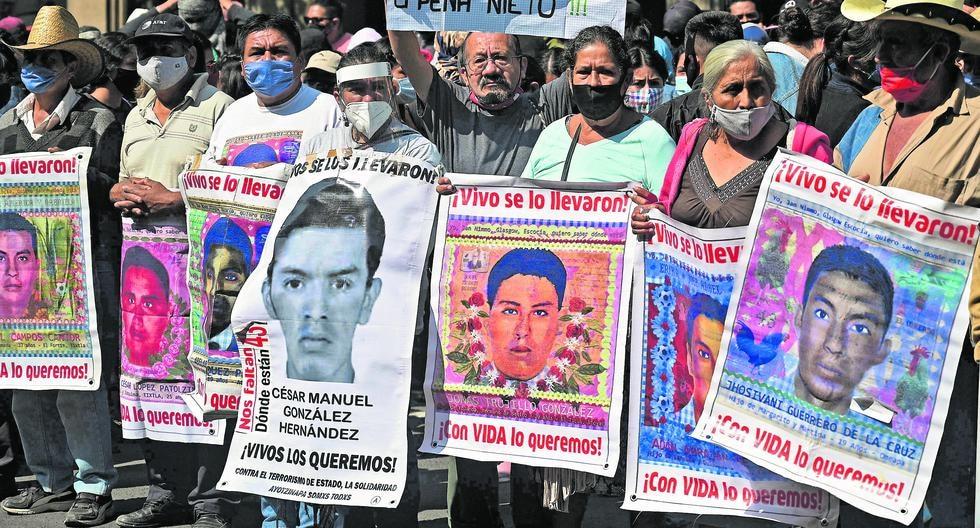 Además de reunirse con el presidente, los padres de los desaparecidos celebrarán hoy una misa e irán del Ángel de la Independencia hasta el Zócalo, en la capital mexicana. (Foto: AFP / ALFREDO ESTRELLA)