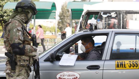 Ministro del Interior anuncia que pases vehiculares de retirarán de forma progresiva. (Foto: Diana Marcelo)