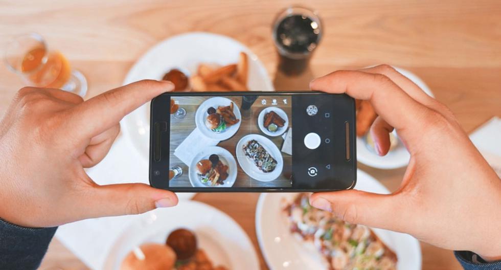 Su idea era tomar fotos a la comida que estaba a punto de ingerir; sin embargo, todo le salió mal. (Pixabay)