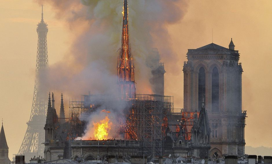 Notre Dame: Obreros que restauraban la catedral violaron la prohibición de fumar. (AP).