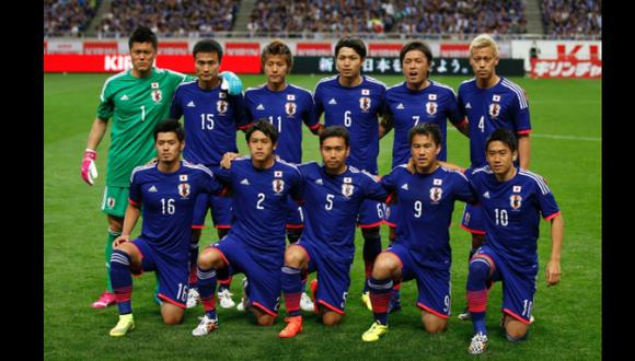 Japoneses rezan en masa en un santuario para ganar el Mundial