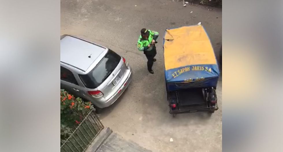 """Mototaxista realizó maniobra en """"U"""" para huir de policías. (Foto: Captura/Facebook)"""