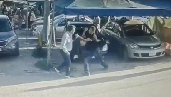 El acusado de violación había acudido a declarar a la sede del Ministerio Público. El hecho quedó grabado en las cámaras instaladas en las afueras de la Fiscalía. (Captura de video).