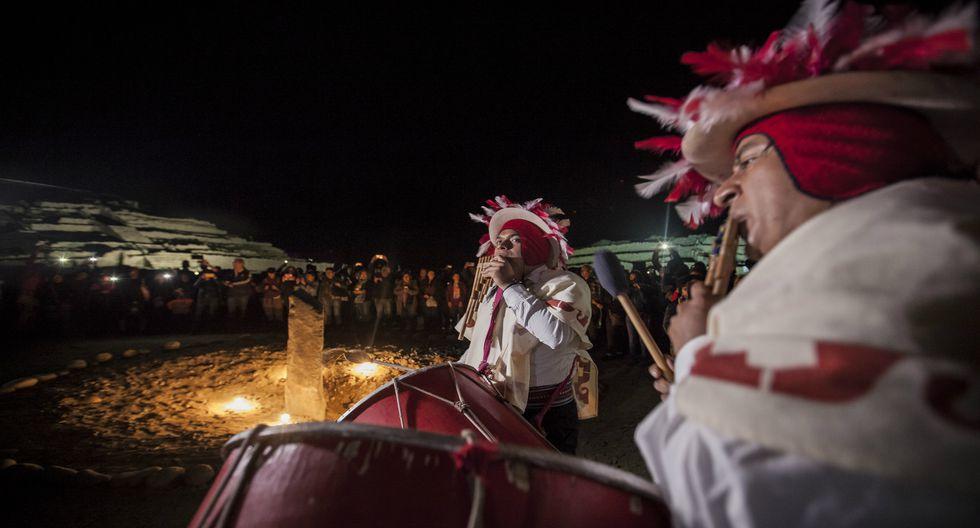 El sitio arqueológico fue iluminado, por única vez este año, para el rito a la pachamama.  (Foto: Guillermo Gutiérrez)