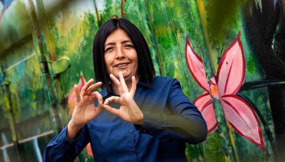 Isabel Rey: Una mujer que habla con las manos