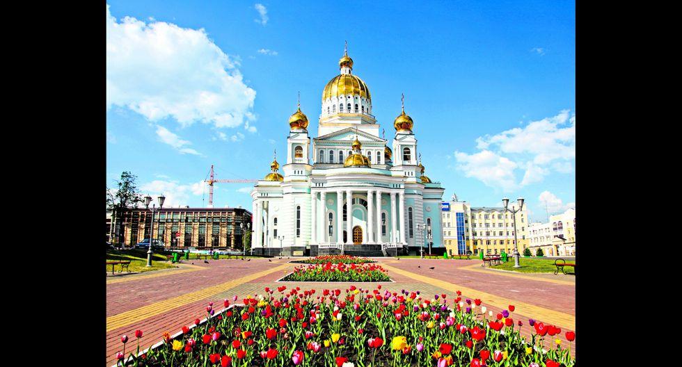La Catedral de Fedor Ushakov tiene cuatro campanarios y 12 campanas. Se ubica en la calle Sovetskaya, en Ekaterimburgo. Foto: Shutterstock