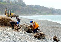 Miraflores: municipio retira estructuras metálicas y escombros de la playa Redondo