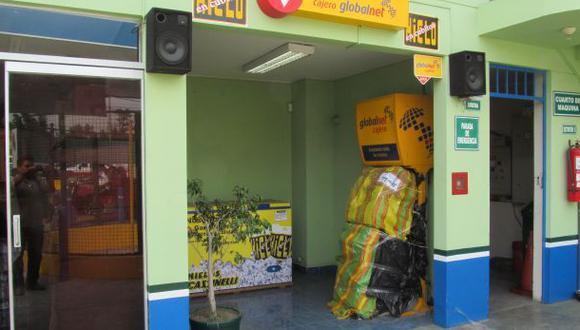 Ladrones robaron dinero arrancando un cajero