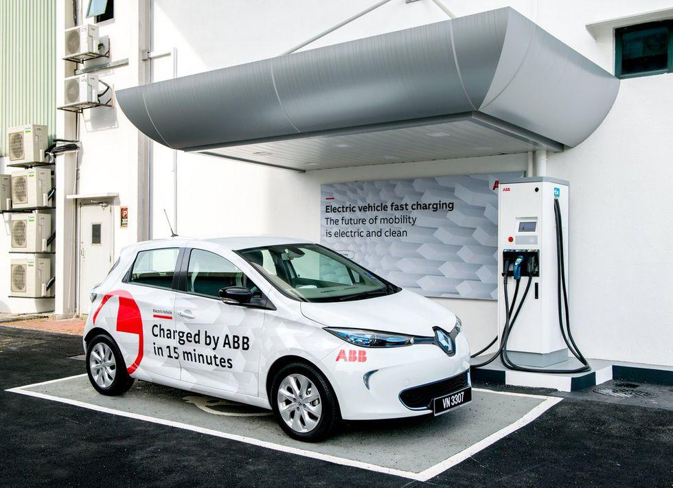 La empresa ABB lanzó el primer cargador rápido para autos eléctricos en Perú, que en sólo 15 minutos podrá cargar un vehículo para que recorra entre 200 y 250 Km. aproximadamente, a un costo 10 veces menor que la gasolina.