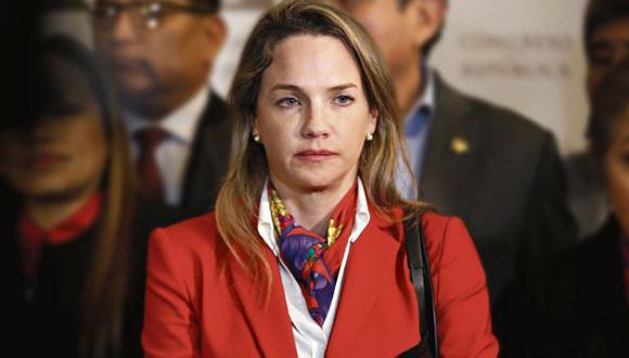 En estos días, León asiste al Palacio Legislativo como miembro de la Comisión Permanente. (Foto: Renzo Salazar/ GEC)