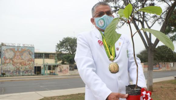 Roque Rodríguez ha recibido diversas distinciones por su labor para conservar el árbol de la quina. (Foto: Johnny Aurazo)