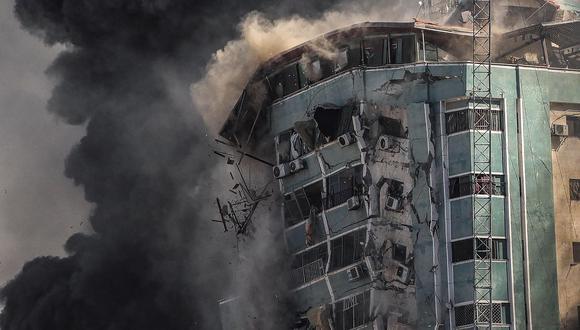 Imagen del bombardeo de la Torre Al Jalaa, sede de las agencias The Associated Press y Al Jazeera en la ciudad de Gaza. EFE