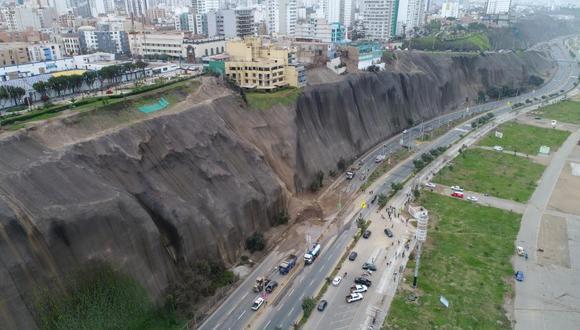 Vista aérea del daño causado en acantilado de la Costa Verde, tras delizamiento. (Foto: El Comercio)