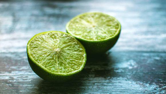 ¿Se puede exprimir un limón sin cortarlo? Sí, con este truco. (Lisa|Pexels)