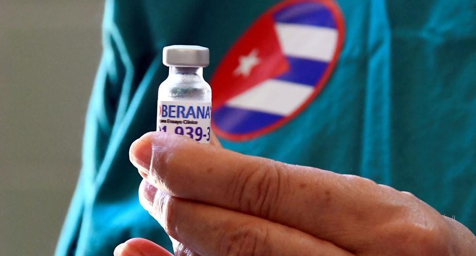 Producida por el Instituto Finlay en alianza con el Centro de Inmunología Molecular y el Centro Nacional de Biopreparados de Cuba, la Soberana tiene tres productos, Soberana 1, 2 y Plus, y su nombre enfatiza la importancia política y económica de las vacunas para la isla. (Foto de Joaquín Hernández / AFP).