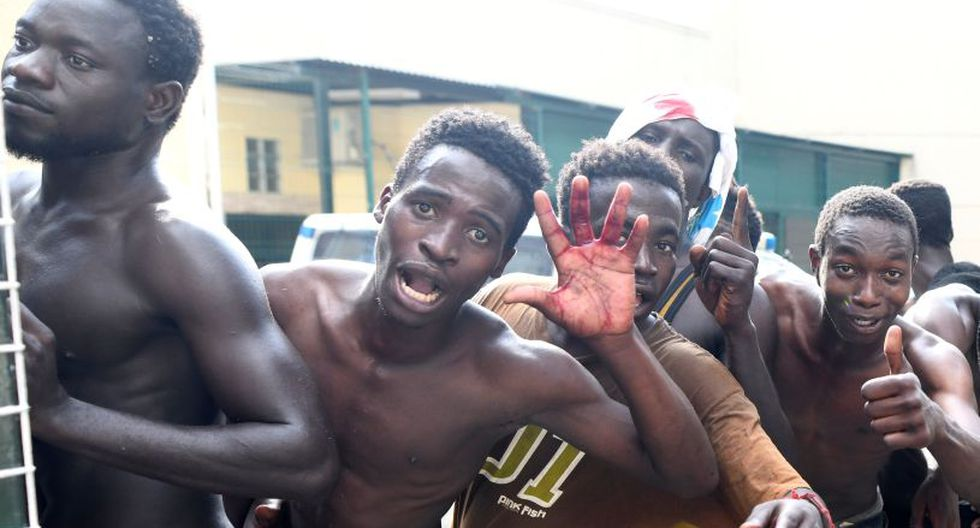 Los asaltantes emplearon cizallas, palos y objetos cortantes, cal viva, ácido de baterías y excrementos, que arrojaron a los guardias, como ya ocurrió en el último salto masivo, ocurrido hace casi un mes. (Foto: Reuters)