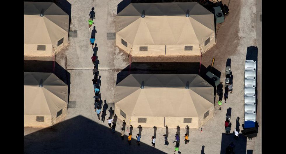 Niños migrantes en un centro de detención en Tornillo, Texas (Foto: Mike Blake / Reuters).