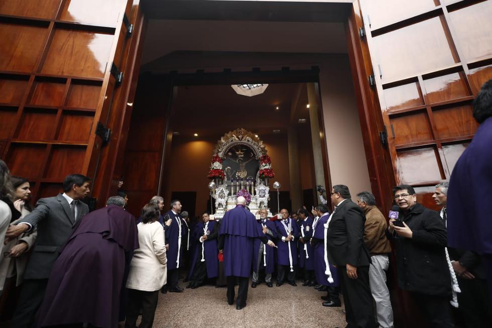 El Señor de los Milagros inició su recorrido tras salir del Monasterio de las Madres Nazarenas. (Foto: César Campos/GEC)