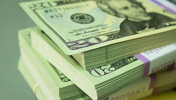 El dólar anota una ligera caída y cotiza en 3,321