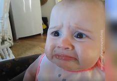 Bebé prueba aguacate por primera vez y su graciosa reacción desata las risas en redes