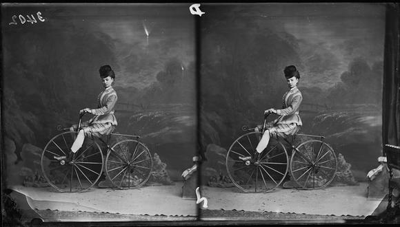 """La foto se titula """"La señorita Cornell en un velocípedo"""". Londres, circa 1880. El uso de la bicicleta supuso una verdadera revolución para las mujeres del siglo XIX (Photo by London Stereoscopic Company/Hulton Archive/Getty Images)"""