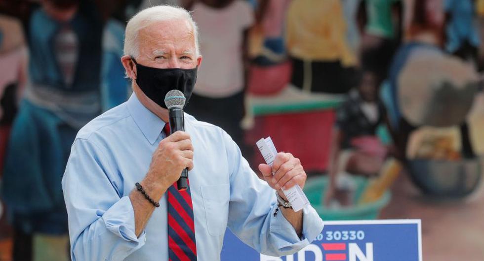 El candidato demócrata a la presidencia de Estados Unidos, Joe Biden, habla durante una parada de campaña en el Complejo Cultural Little Haiti en Miami, Florida, Estados Unidos. (REUTERS / Brendan McDermid).