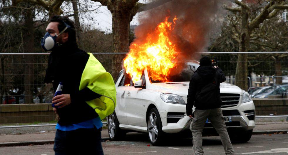 Imágenes del noveno sábado de protestas de los chalecos amarillos en Francia. (Reuters)