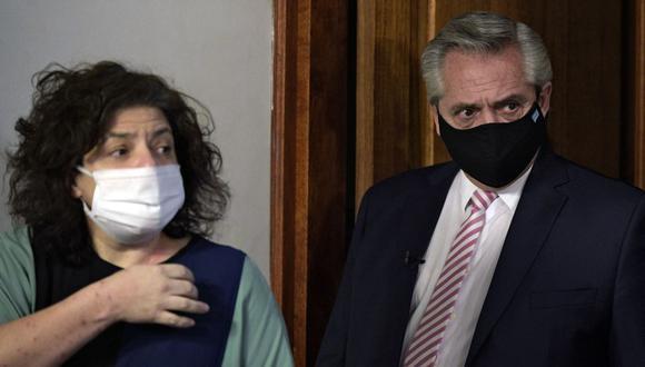 El presidente de Argentina, Alberto Fernández, y la nueva ministra de Salud Carla Vizzotti. (Foto: Juan MABROMATA / POOL / AFP).