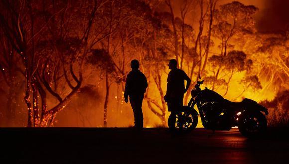 """Según las autoridades, el sur de Australia se enfrenta este sábado a cientos de incendios en condiciones """"catastróficas"""", avivados por temperaturas que superarán los 40 grados Celsius y fuertes vientos que amenazan con complicar la lucha contra el fuego. (Foto: AFP / Getty Images)"""