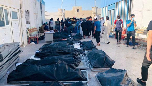 Los cuerpos de algunas de las víctimas del incendio de un hospital en la ciudad de Nasiriyah, 360 km al sur de Bagdad, Irak, el 13 de julio de 2021. (EFE / EPA / HAIDER AL-ASSADEE).