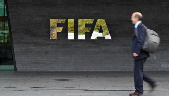 Arrestan a miembro de la FIFA por corrupción y lavado de dinero