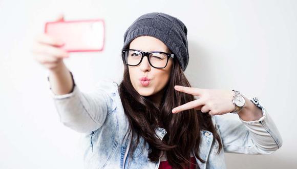 Esto es lo que tomarte muchos selfies dice de ti, según estudio