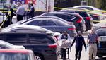 Se toma un cuerpo de la escena donde varias personas recibieron disparos en una instalación de FedEx Ground en Indianápolis, el viernes 16 de abril de 2021. (Foto: AP / Michael Conroy)