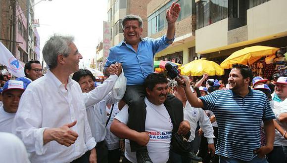 Acuña, el candidato de teflón; por Enrique Pasquel