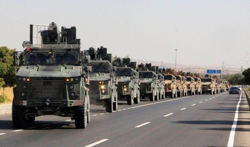 Militares turcos avanzan hacia el norte de Siria. (Reuters).