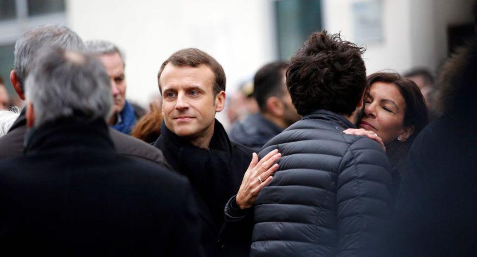 El jefe del Estado estuvo acompañado en particular por los ministros del Interior, de Justicia, de Cultura, de la alcaldesa de la capital francesa, Anne Hidalgo, así como por el ex primer ministro Manuel Valls. (Foto: AFP)