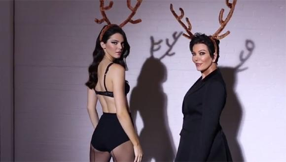 Kendall Jenner realizó singular baile navideño junto a su madre