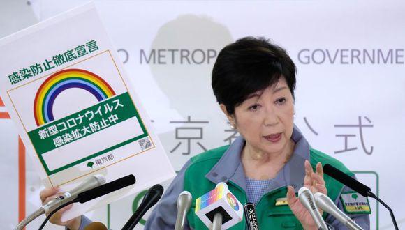 La gobernadora de Tokio, Yuriko Koike,  declara alerta roja por la expansión del coronavirus en la capital de Japón. (Foto: Kazuhiro NOGI / AFP).