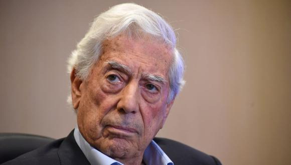 """El escritor peruano y premio Nobel de Literatura, Mario Vargas Llosa, asiste a la presentación de su libro """"Tiempos recios"""" en la Ciudad de Guatemala, el 3 de diciembre de 2019. (Foto de ORLANDO ESTRADA / AFP)."""