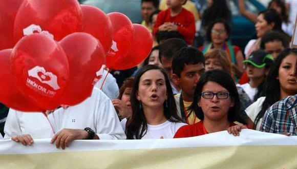Ferrari (a la der.) indicó que el colectivo LGTBIQ cumplió con sus tareas dentro de Nuevo Perú. A pesar de ello, agregó, su opinión no fue tomada en cuenta al momento de definir la alianza con Cerrón y Simon. (Foto: Difusión)