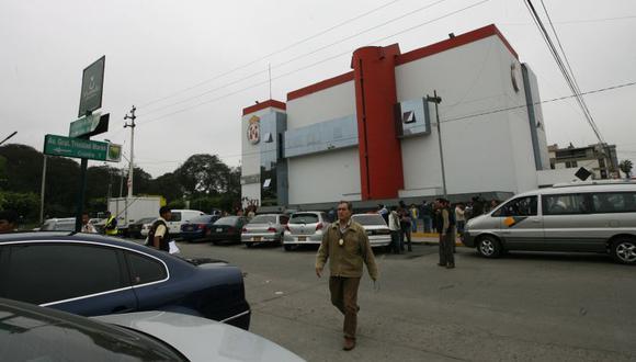 Esta mañana, ocurrió un violento enfrentamiento, que incluyó disparos al aire, en el cruce del jirón Martín Guisse y la avenida Trinidad Morán, cerca de la sede del Touring Automóvil Club del Perú. (Imagen referencial/GEC)