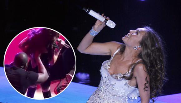 """Thalía pasó """"apuros"""" con su vestuario en concierto [VIDEO]"""