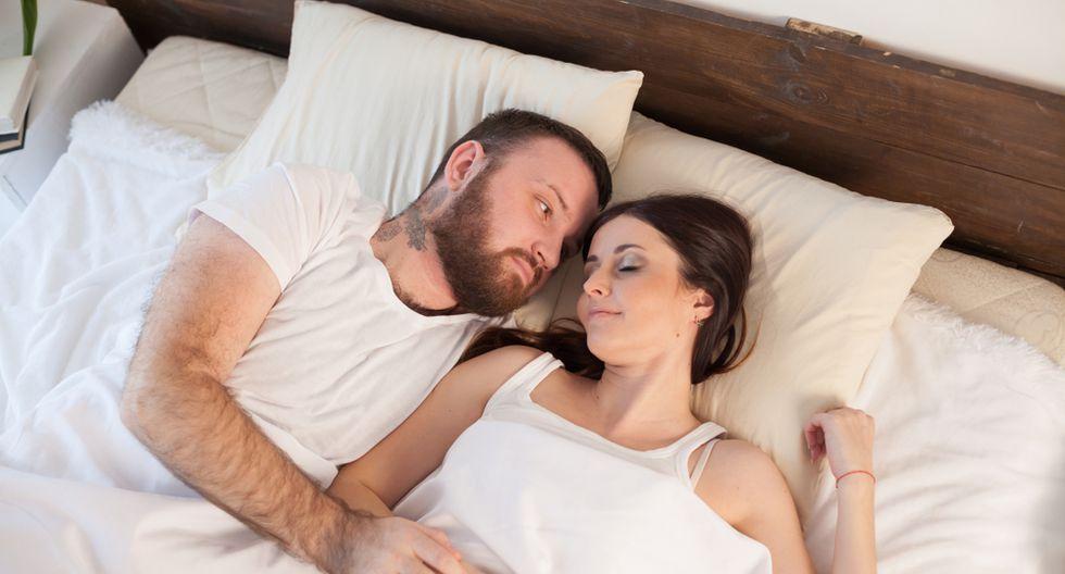 Estas son las posturas preferidas para dormir en pareja, para hombres y mujeres. (Foto: Shutterstock)