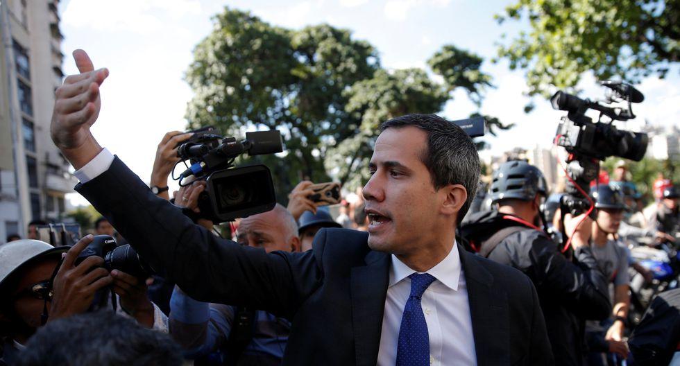 El líder de la oposición Juan Guaidó se dirige hacia el edificio de la Asamblea Nacional en Caracas, Venezuela. (Foto: Reuters)