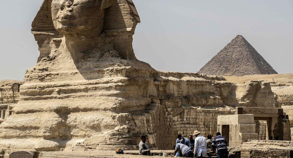 Las autoridades egipcias han identificado en el turismo, un sector que venía recuperándose en los últimos dos años y trayendo alrededor de 10 millones de personas al país, uno de los posibles focos de riesgo de contagio del virus. (AFP).