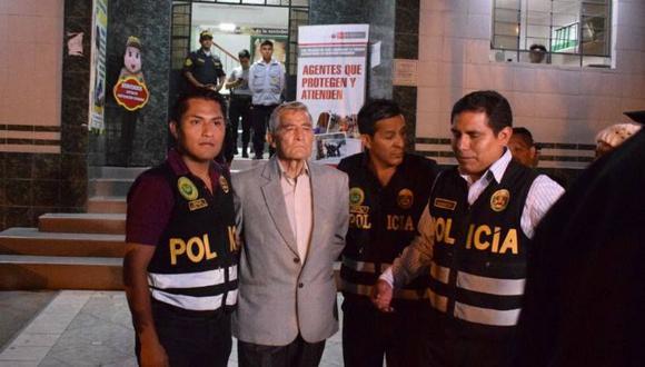 Durante su traslado al juzgado, Augusto Ramírez negó haber participado en el ataque a Arístides Vargas y aseguró que no es un asesino. (Pedro Pacheco/GEC)