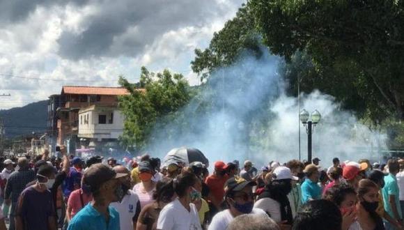 Venezuela: Yaracuy se rebela contra el régimen de Nicolás Maduro por falta de agua, luz y gasolina. (El Nacional de Venezuela, GDA).