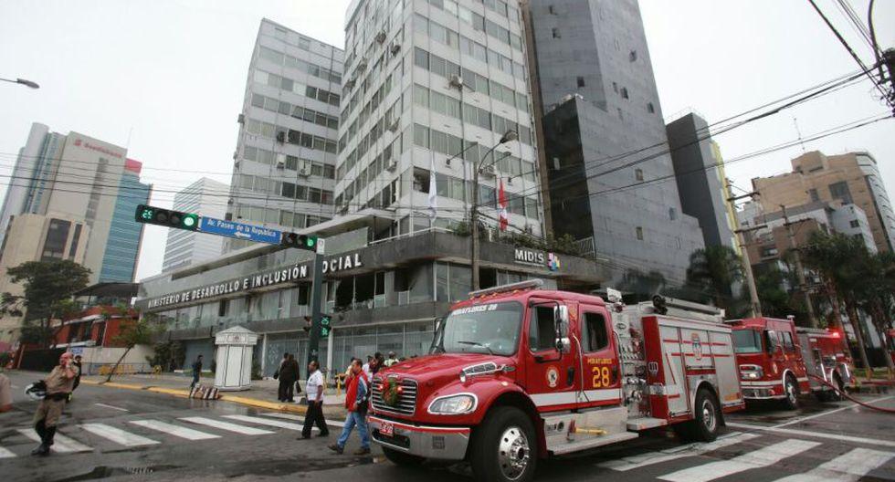 San Isidro: incendio afectó segundo piso de edificio del Midis - 1