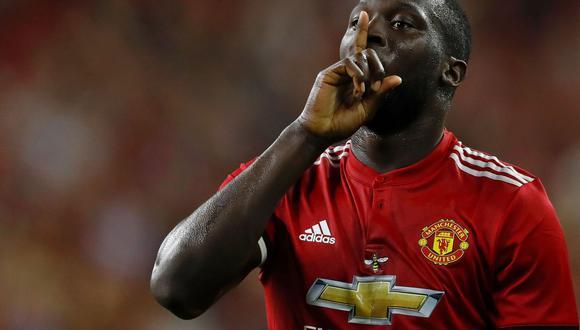 Los aficionados del Manchester United le dedicaron una canción muy incómoda a Romelu Lukaku. El goleador belga está muy indignado por tal situación. (Foto: AFP)