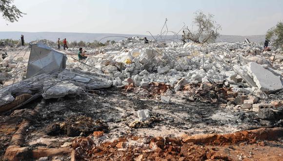Los escombros en el lugar bombardeado por helicópteros de estados Unidos en Barisha durante la operación en la que murió el líder del Estado Islámico Abu Bakr al Baghdadi. (AFP / Omar HAJ KADOUR).